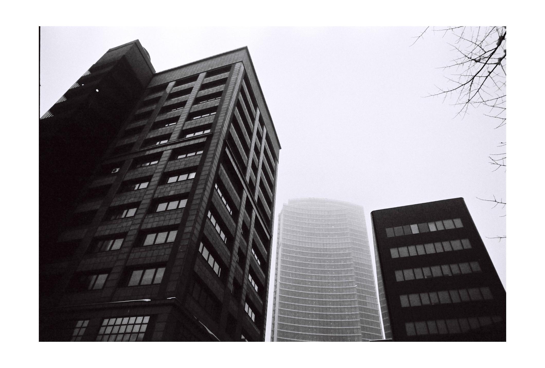 SkylineSeekers:Milano vista dai tetti attraverso l'obiettivo di Marco Aurelio Media