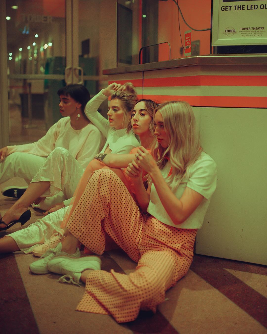 Girl squad! Le ragazze delle fotografie di Lainey Conant | Collater.al