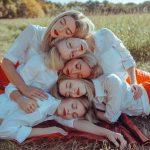 Girl squad! Le ragazze delle fotografie di Lainey Conant | Collater.al 6