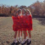 Girl squad! Le ragazze delle fotografie di Lainey Conant | Collater.al 7