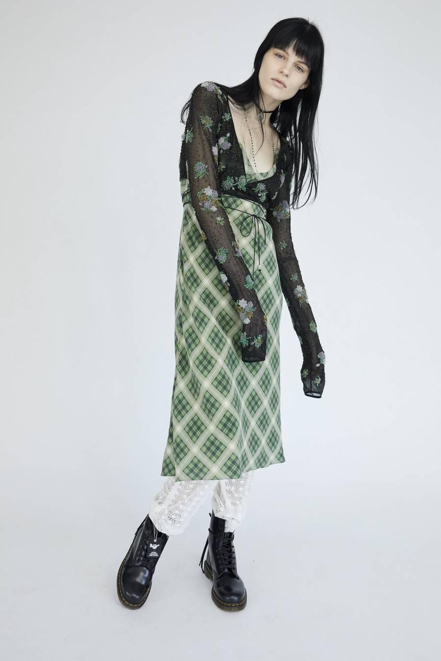 Marc Jacobs e la collezione Grunge che Kurt Cobain e Courtney Love avevano bruciato | Collater.al 11