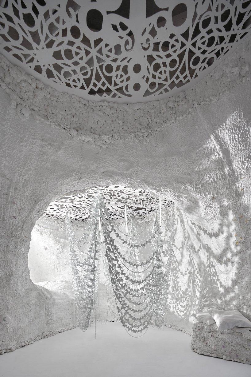 TAKK ha realizzato gli interni di una grotta a Madrid | Collater.al