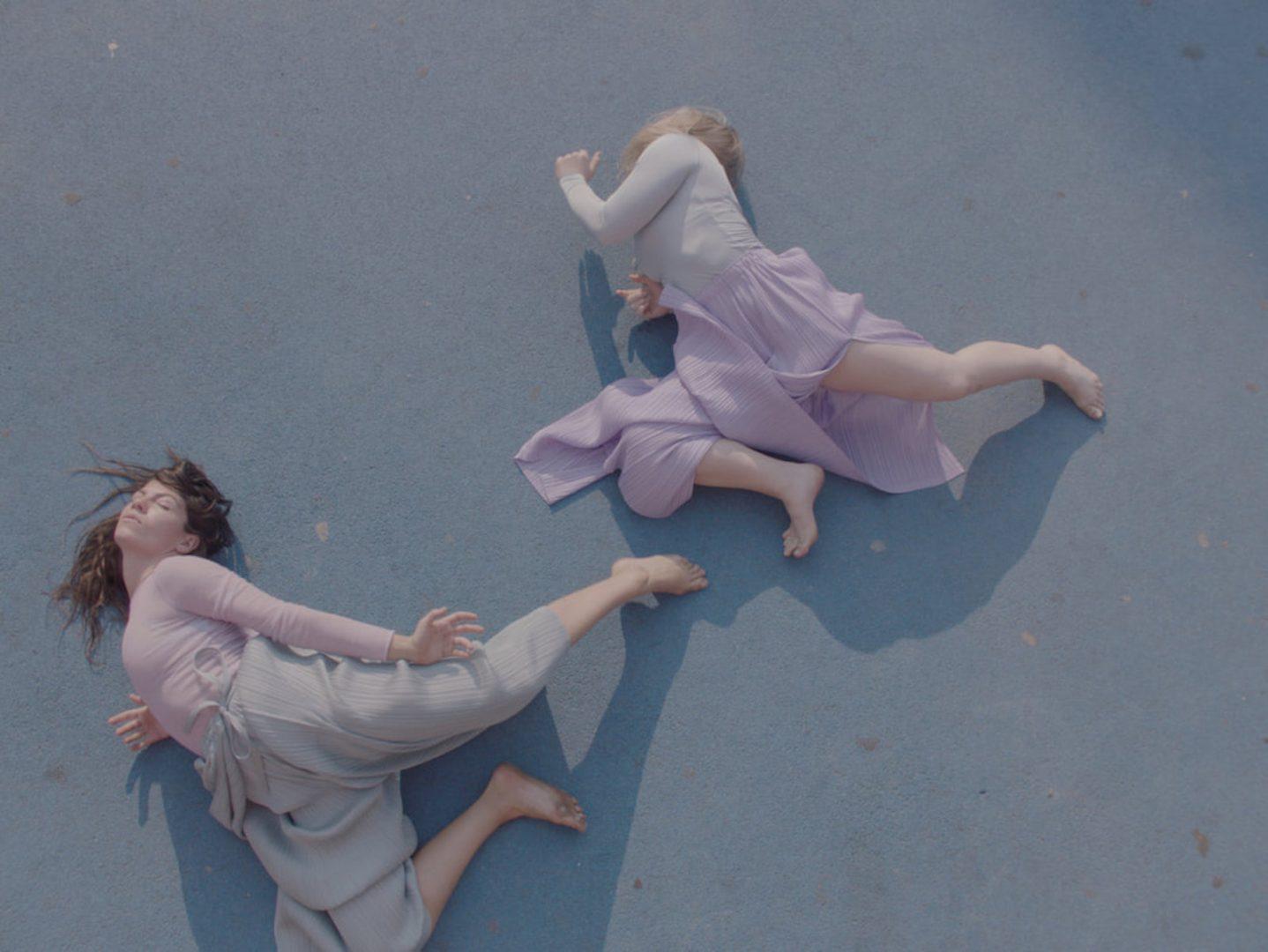 Versus, una danza tra il cemento dei palazzi berlinesi