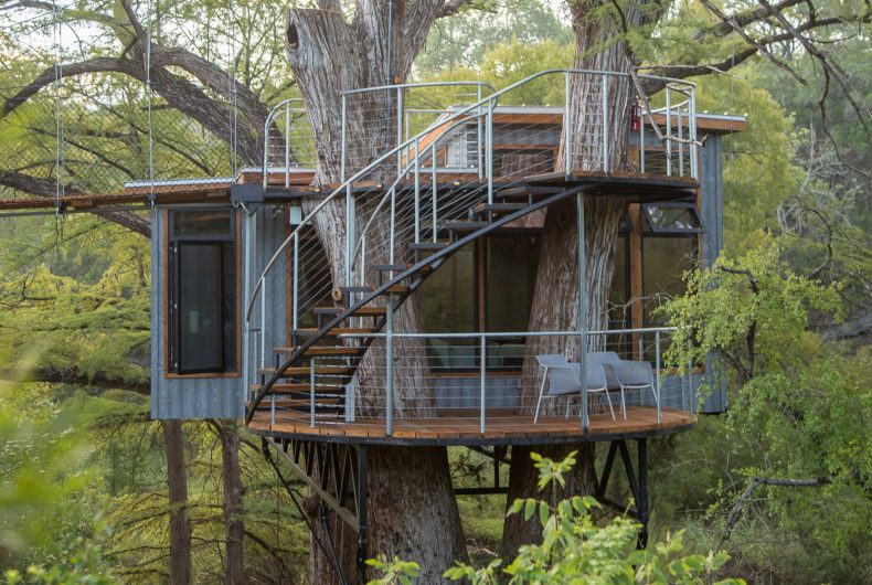 Yoki Treehouse, the perfect tree house that you can rent