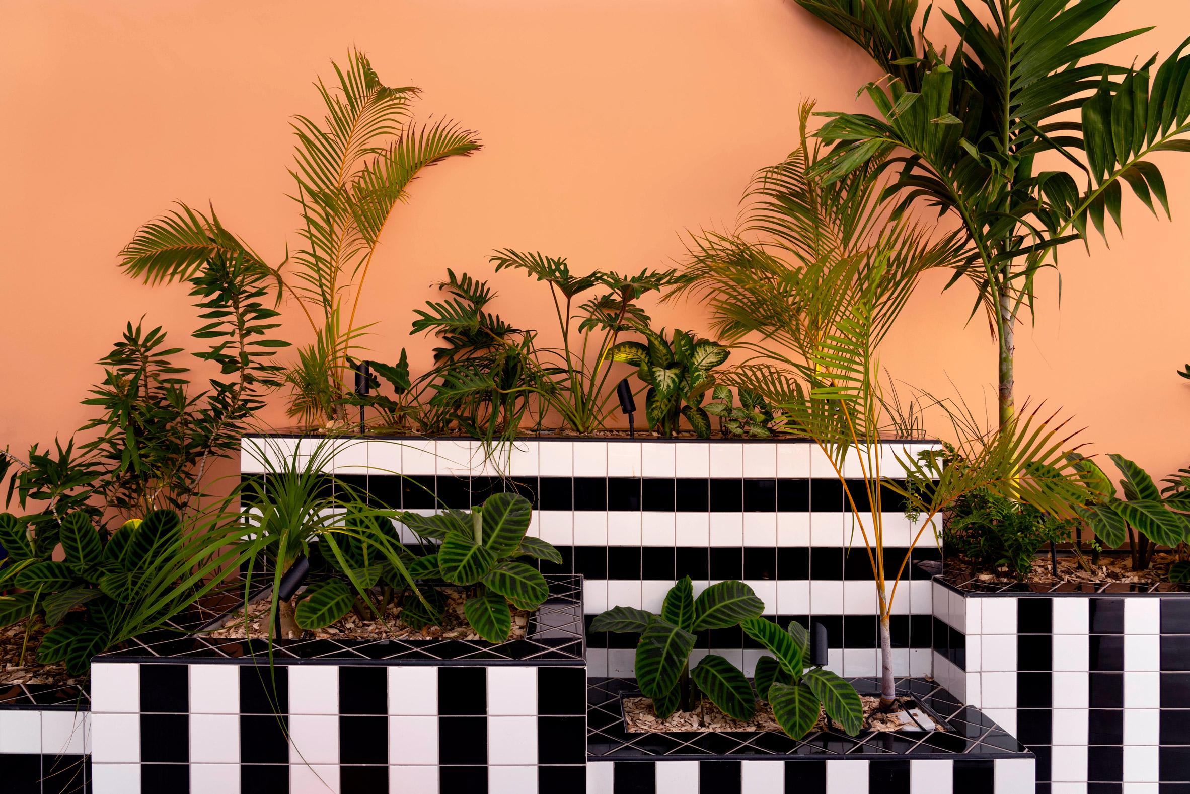 Le geometrie audaci di Camille Walala a Mauritius | Collater.al