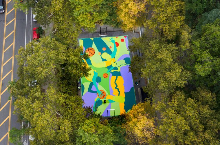 MADSTEEZ trasforma un campetto da basket in un murales
