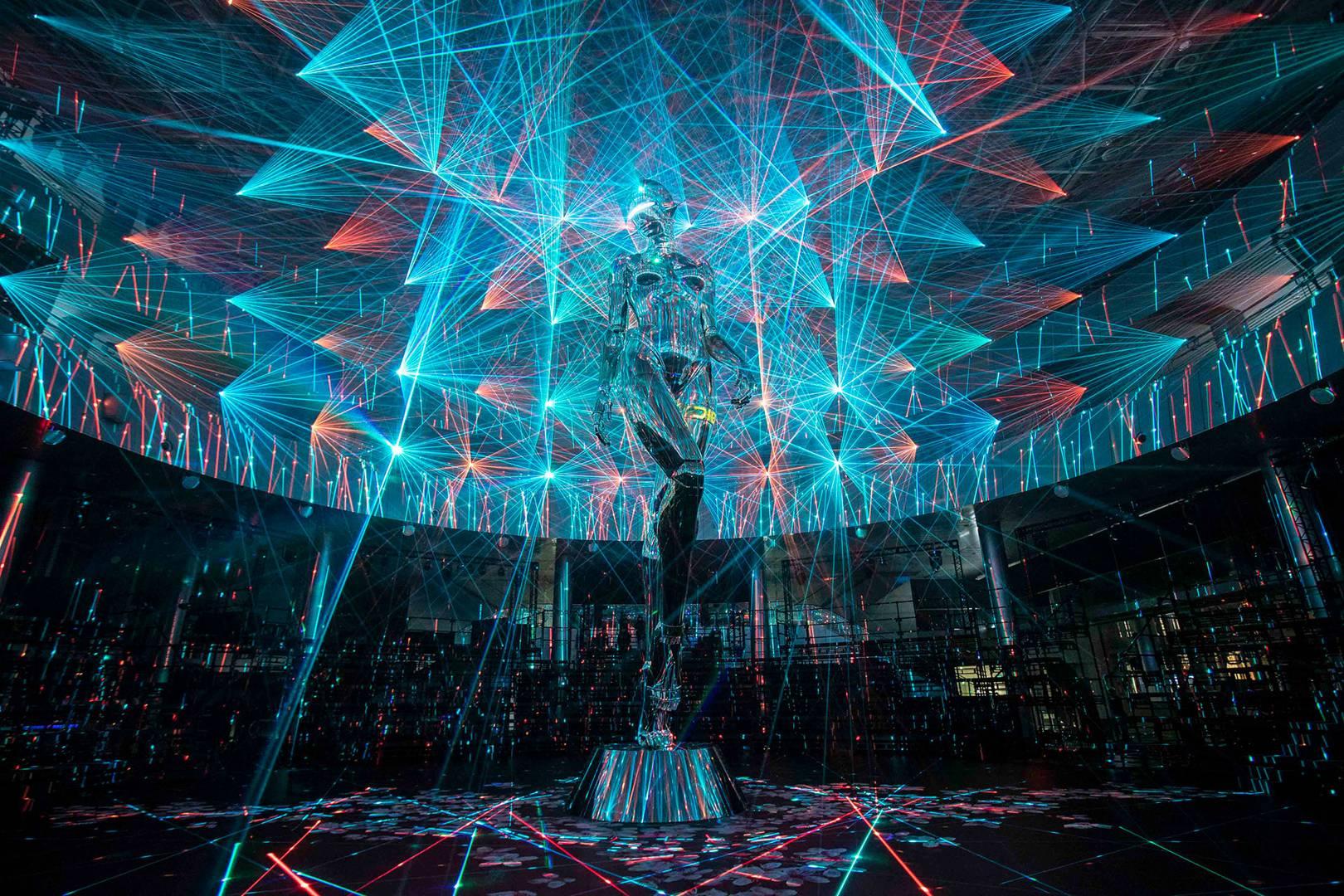 Il robot gigante di Hajime Sorayama per Dior  Collater.al