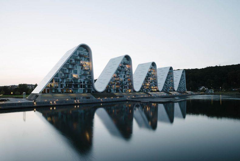 The Wave, il complesso architettonico che segue le linee del paesaggio