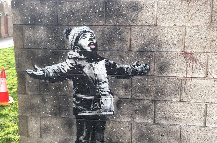 Banksy colpisce ancora e con un nuova opera ci augura buone feste