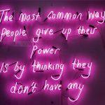 Dillo con un neon, le installazioni di Eve De Haan   Collater.al 12