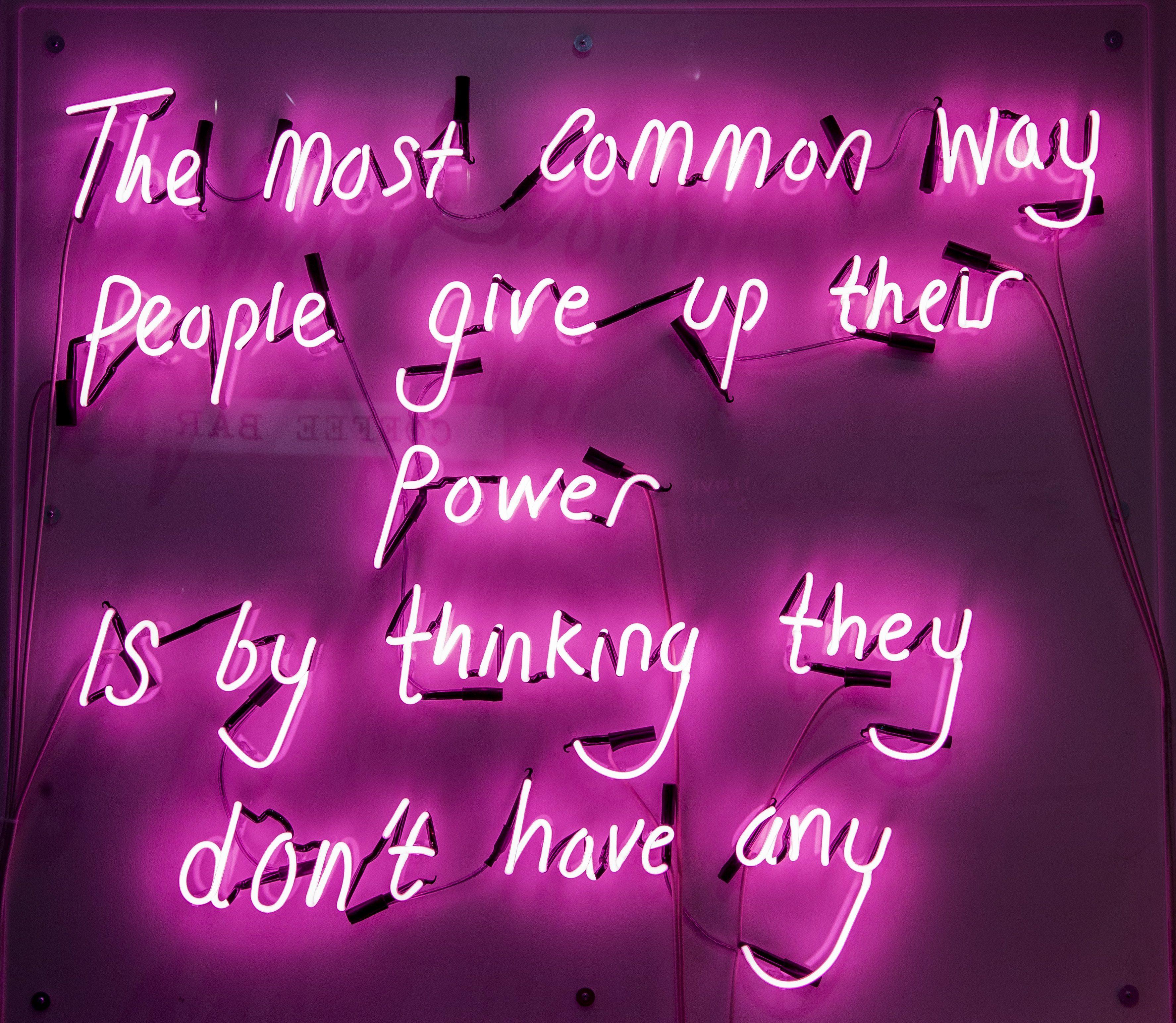 Dillo con un neon, le installazioni di Eve De Haan   Collater.al