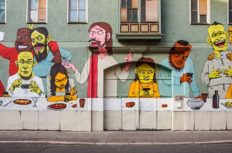 I murales di protesta del brasiliano Paulo Ito