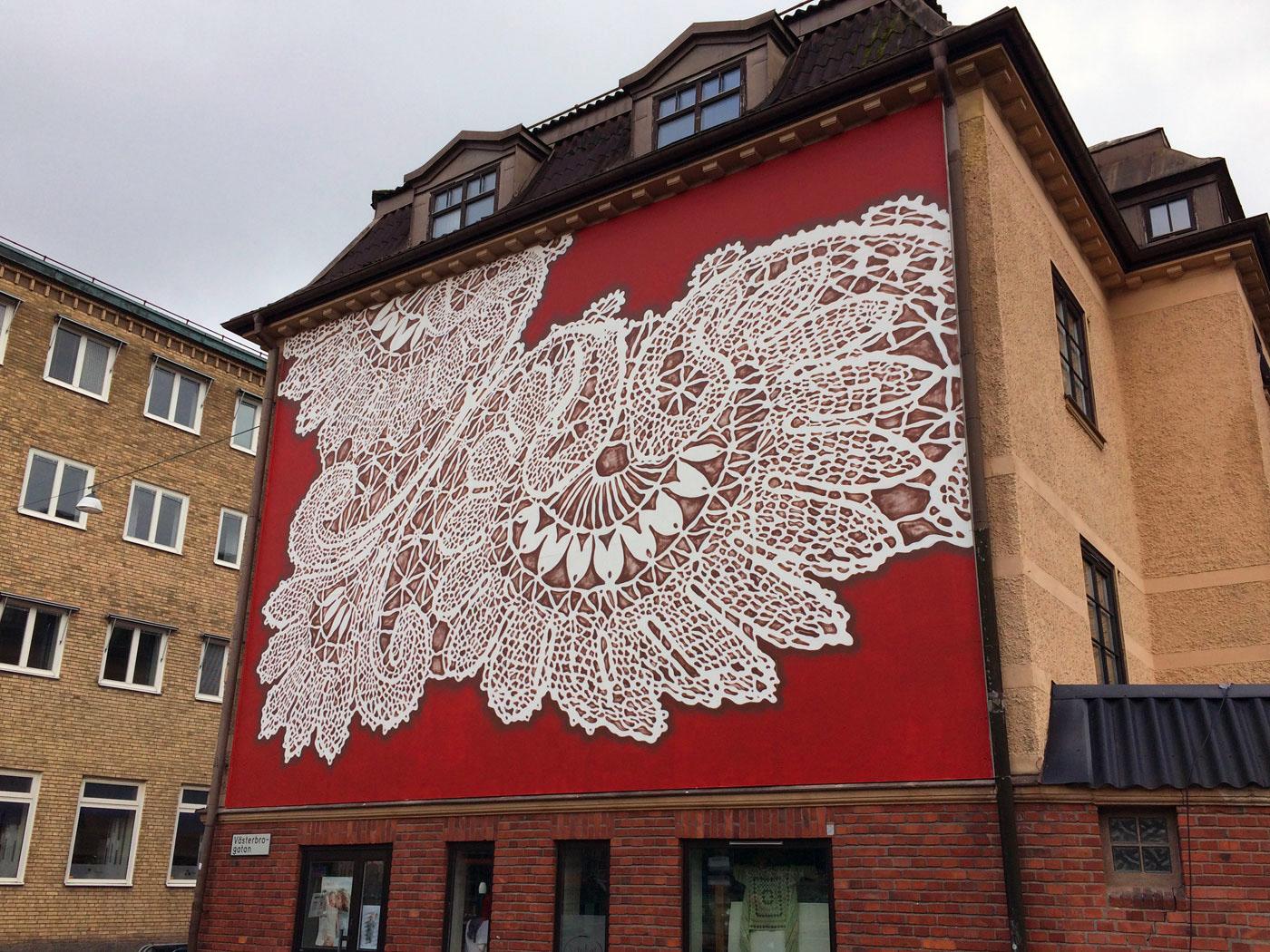 I muri ricamati nella street art di NeSpoon | Collater.al