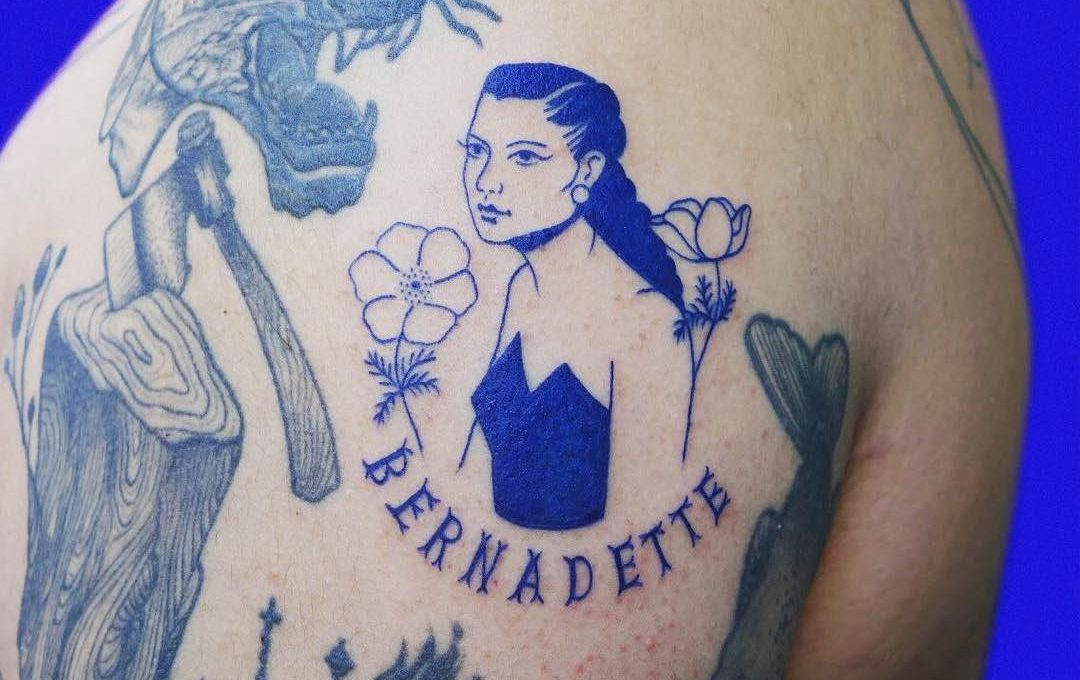 Léa Le Faucon and her all-blue tattoos
