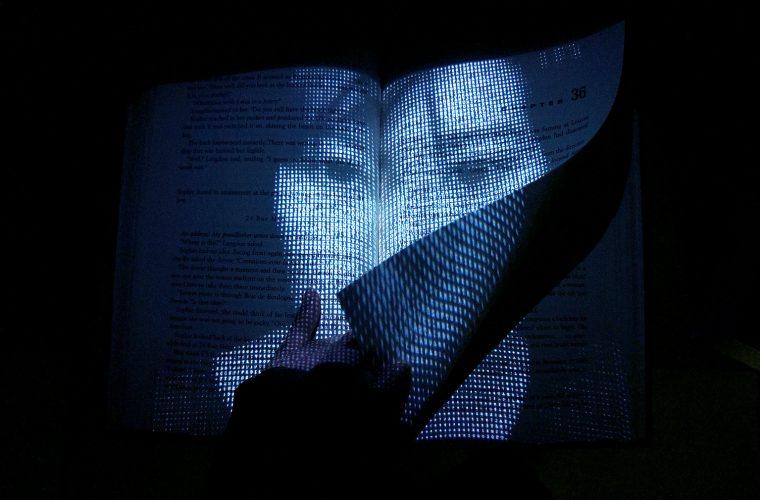 Facebook, il libro interattivo di Lim Si Ping che racconta la tua storia