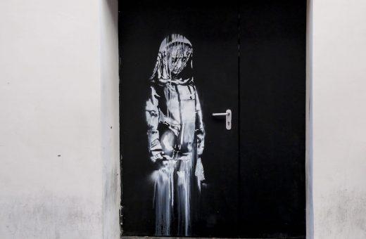 Banksy homage to Bataclan stolen from Paris theatre