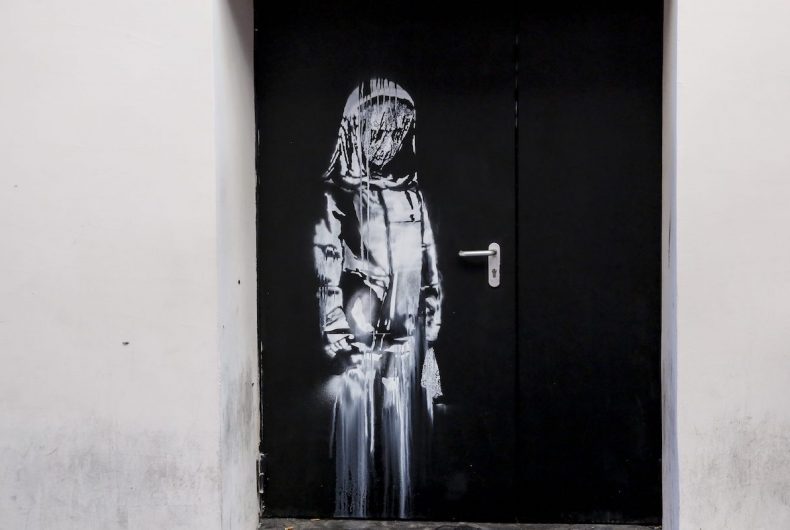 Banksy homage to Bataclan stolen from Paris theatre