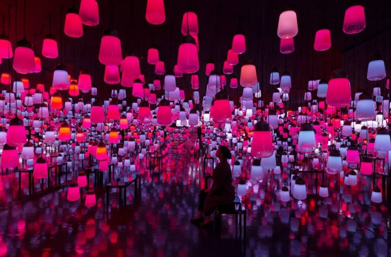 TeamLab signs the Mifuneyama Rakuen hotel's reception