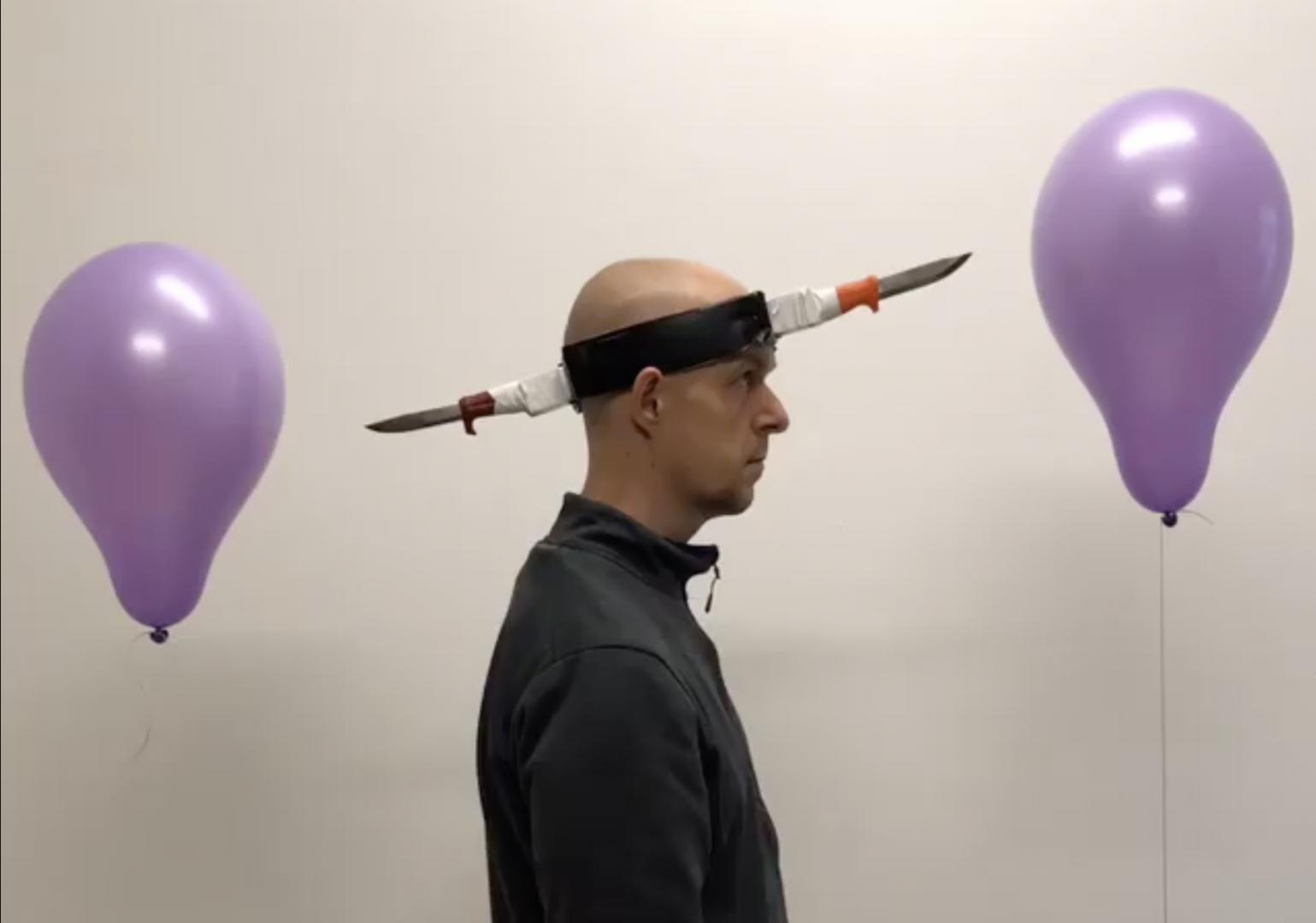L'arte performativa di Jan Hakon Erichsen aka balloon destroyer