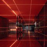 1Geometry of Light, una griglia di laser rossi firmata MAS Studio | Collater.al