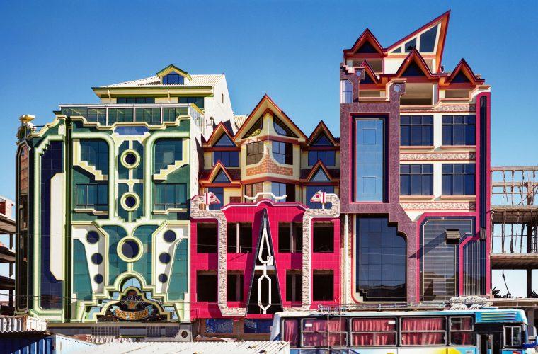 Freddy Mamani realizza architetture che sembrano giocattoli