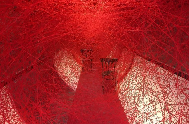 Lifelines, Chiharu Shiota's installation is a tribute to freedom