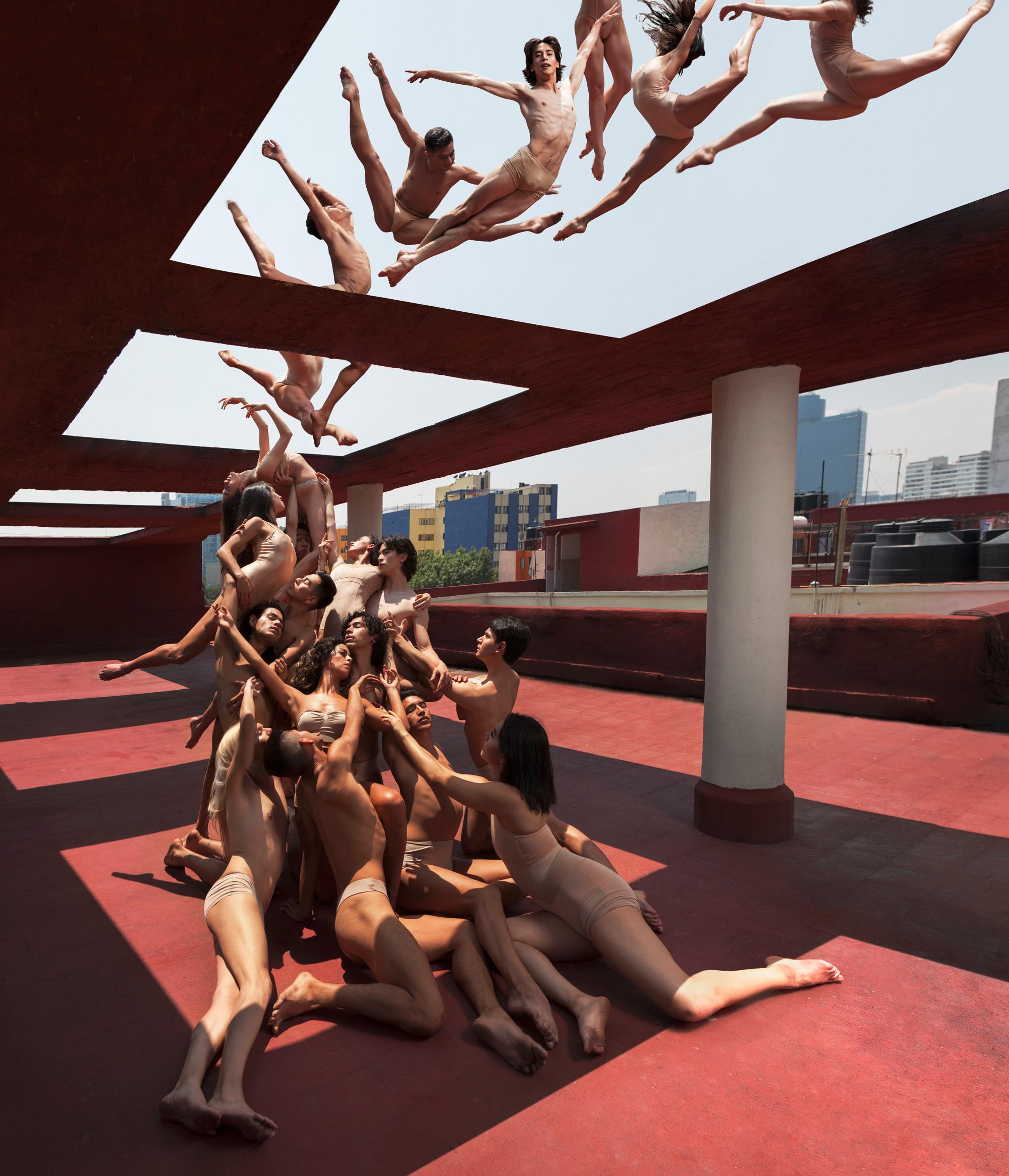 Rob Woodcox sfida la forza di gravità nelle sue immagini | Collater.al