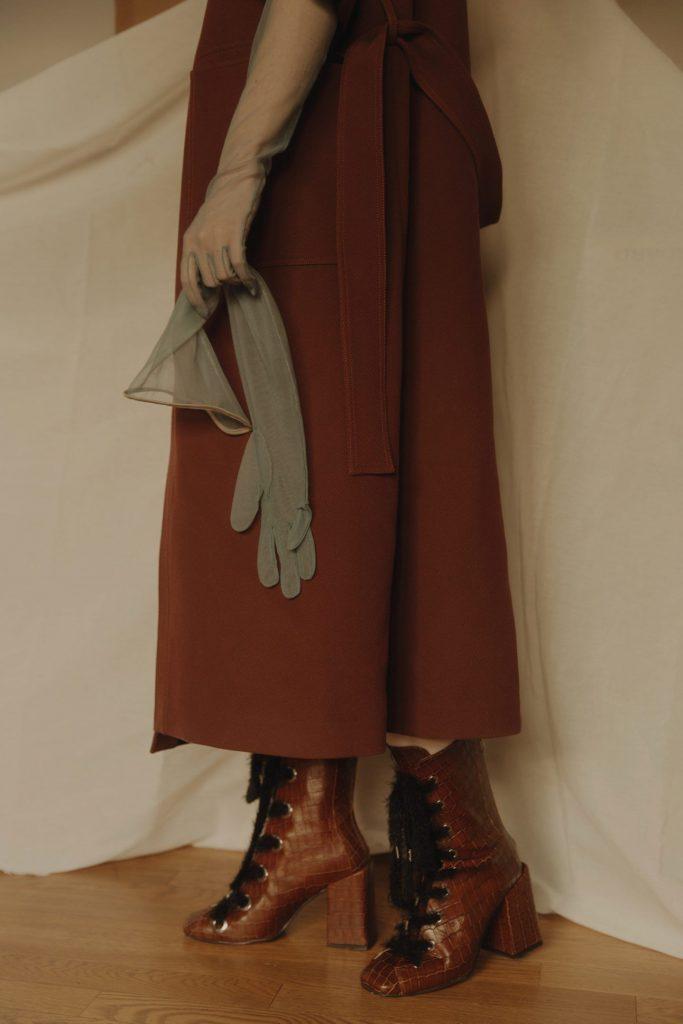Charlotte Lapalus, atmosfere soft ed eleganza glam | Collater.al
