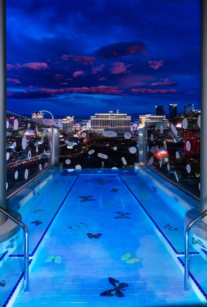 Damien Hirst e il Palms Casino Resort: tra squali e farfalle | Collater.al