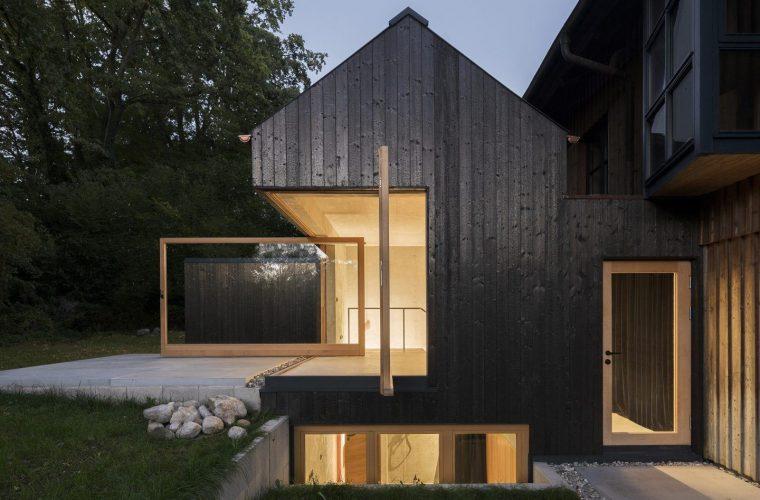 Das Schwarze Haus, una casa con pareti che si aprono sulla natura