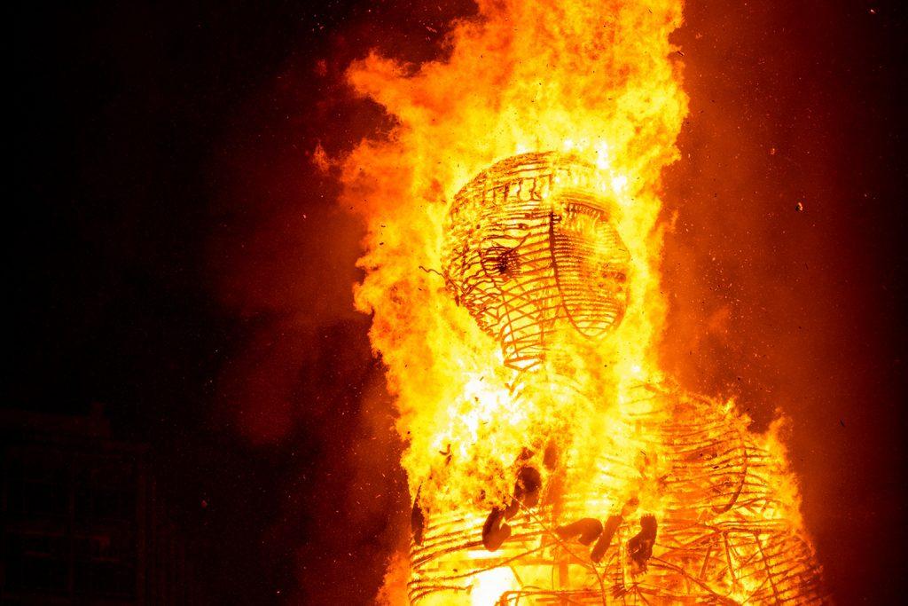 La scultura di PichiAvo per il Las Fallas festival di Valencia | Collater.al