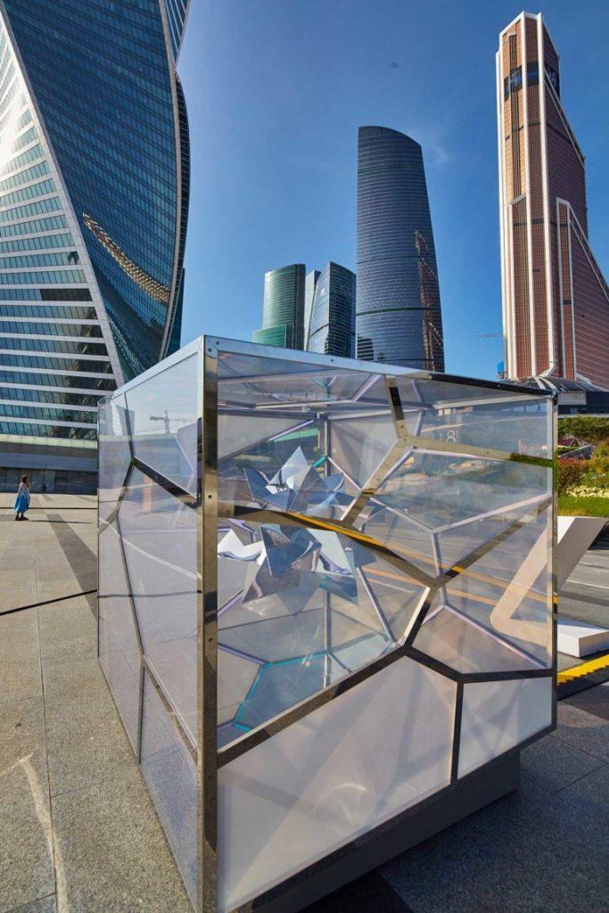 L'ipnotica installazione Cubed/Uncubed di Victor Polyakov | Collater.al