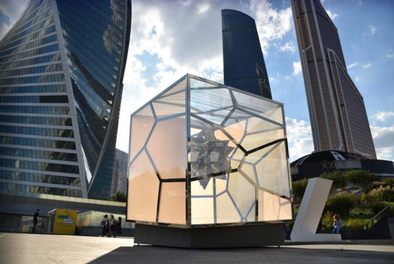 Hypnotic Cubed/Uncubed installation by Victor Polyakov