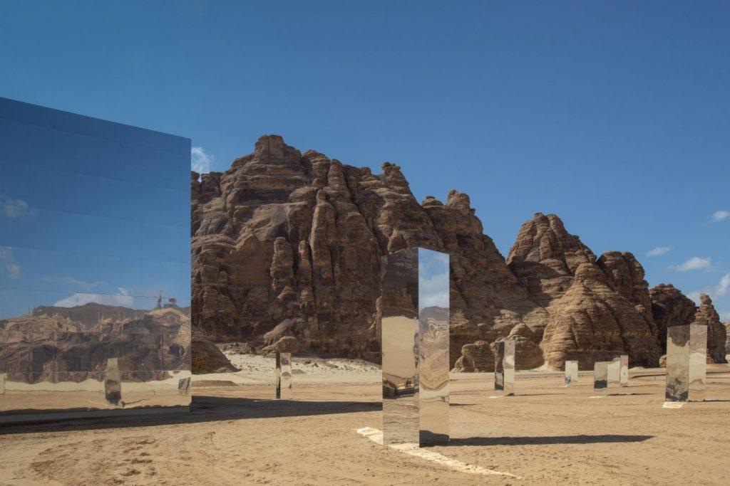 Maraya, lo specchio che riflette il deserto dell'Arabia Saudita | Collater.al