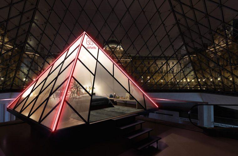 Airbnb ti fa dormire nella Piramide del Louvre