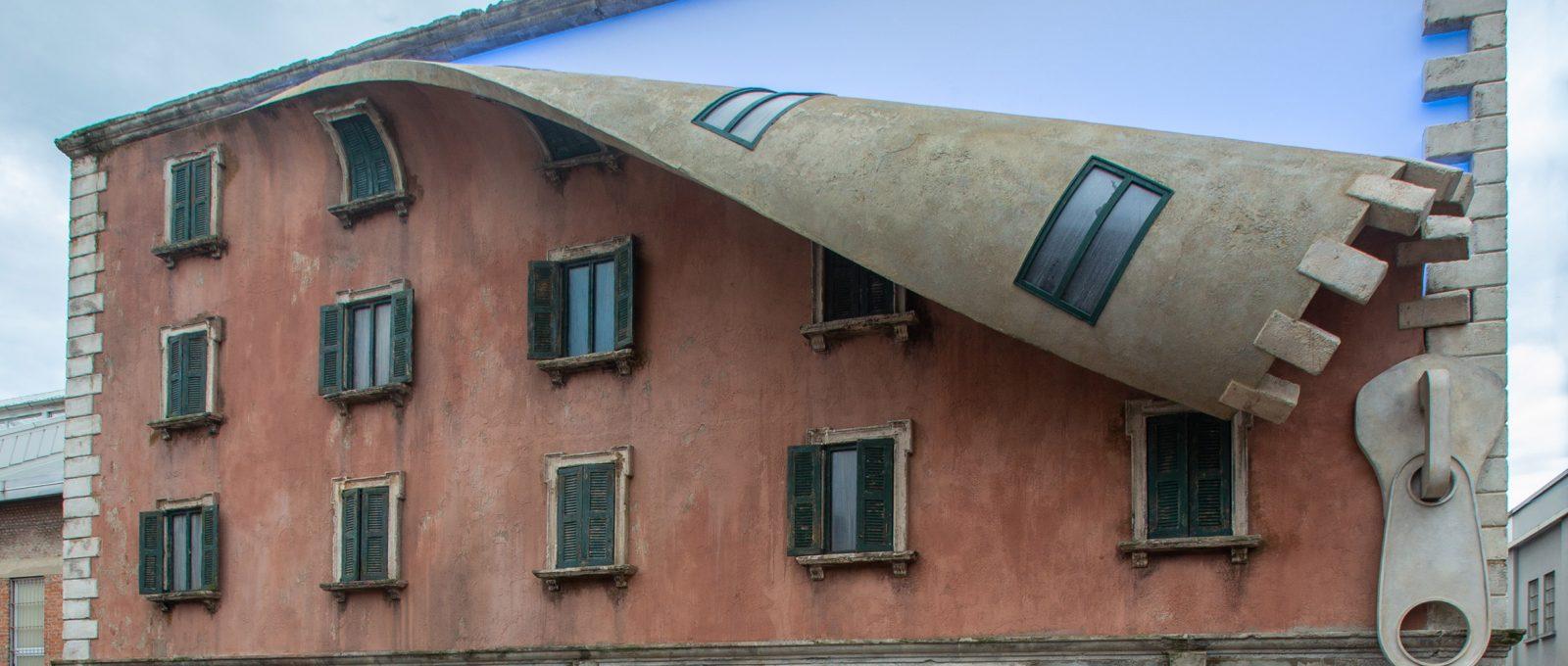 Alex Chinneck e le sue cerniere arrivano a Milano
