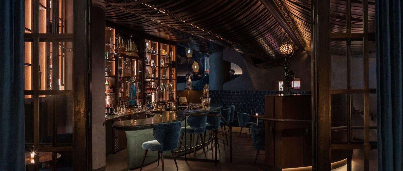 Il Deep Dive, il bar nel cuore di Seattle che sembra uno speakeasy