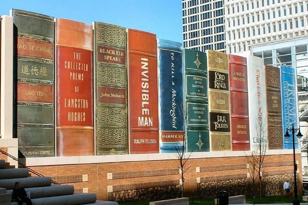 I libri giganteschi della Kansas City Public Library | Collater.al