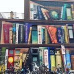 Il murale di Utrecht che sembra lo scaffale di una biblioteca   Collater.al 1