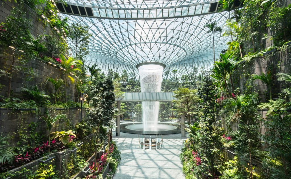 La cascata dell'aeroporto Jewel Changi di Singapore | Collater.al