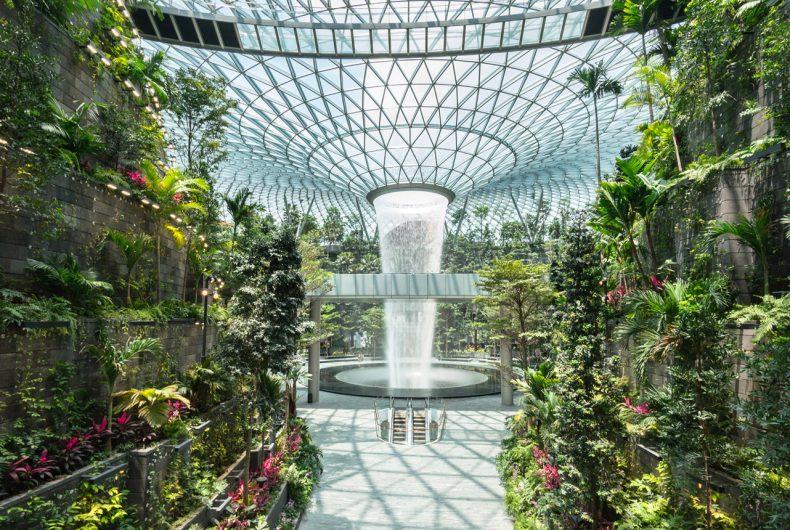 La cascata dell'aeroporto Jewel Changi di Singapore