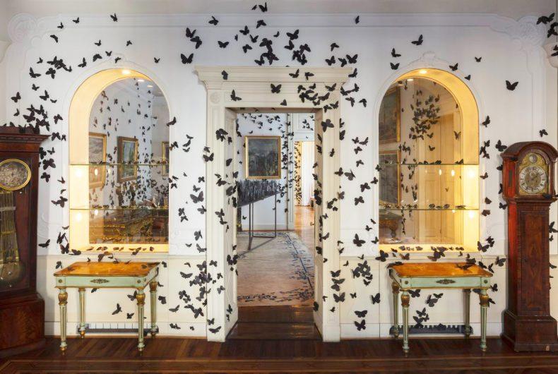 Le farfalle di Carlos Amorales invadono Fondazione Pini