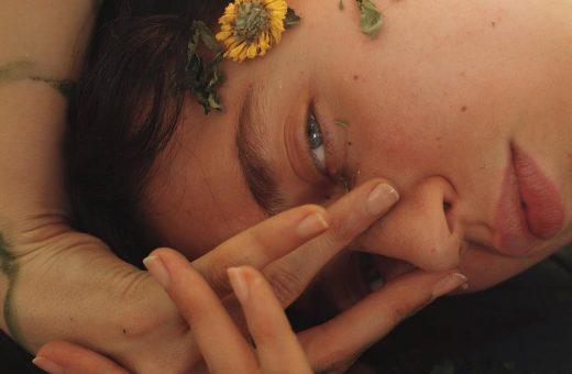 Gli scatti di Rebekah Campbell immortalano la femminilità