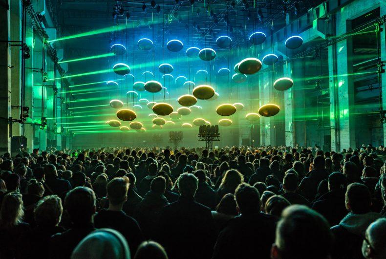 SKALAR, l'installazione immersiva che combina luci e musica