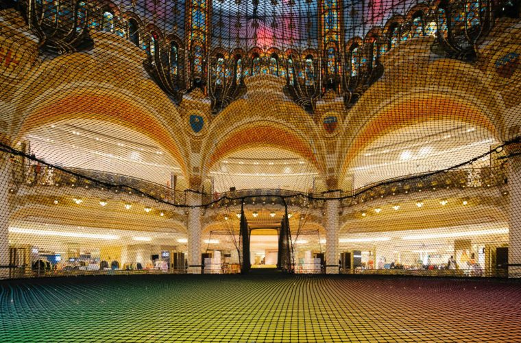 A neon network for the Galeries Lafayette Haussmann in Paris