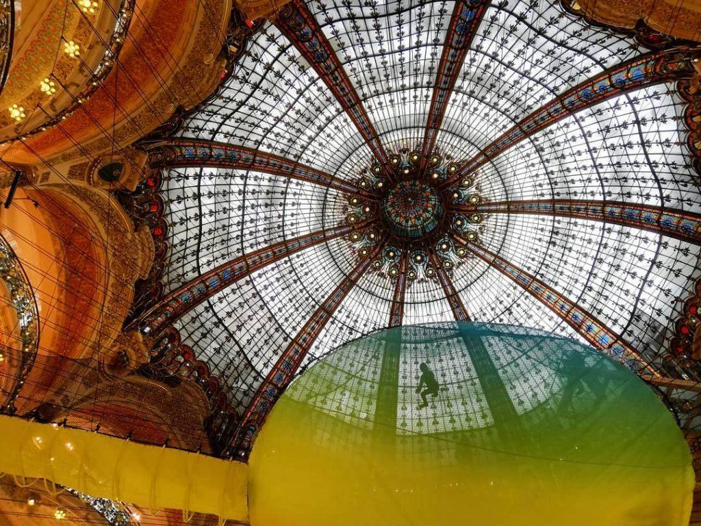 Una rete neon per la Galeries Lafayette Haussmann a Parigi | Collater.al