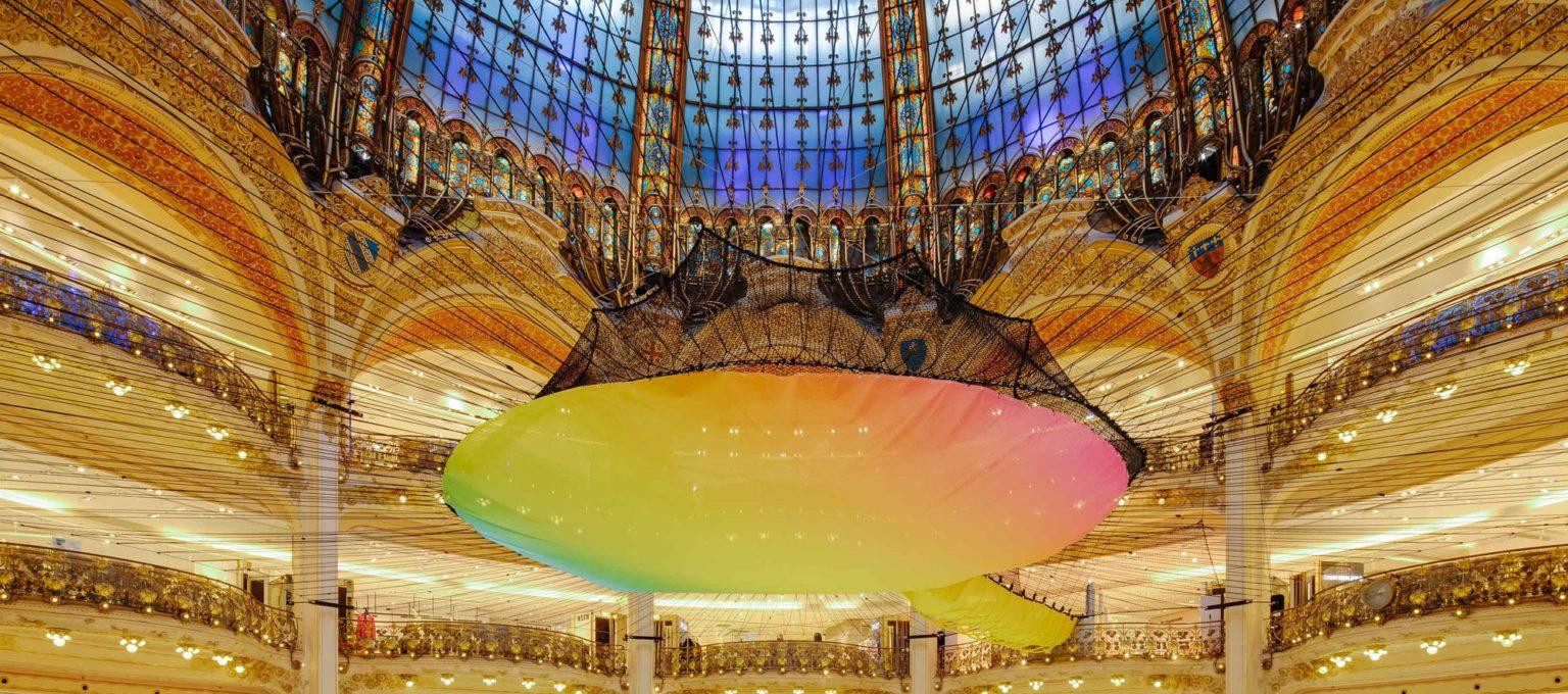 Una rete neon per la Galeries Lafayette Haussmann a Parigi