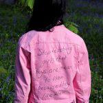 Behind the artwork – I ricami femministi dell artista Sophie King | Collater.al 4