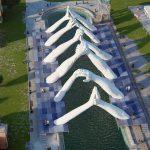Building Bridges, Lorenzo Quinn per la Biennale di Venezia | Collater.al 1