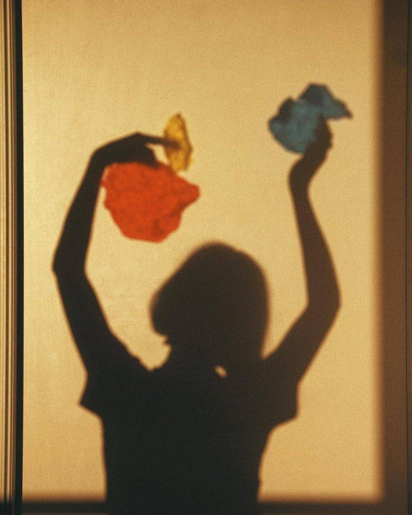 Delfi Carmona, la fotografa che gioca con le ombre   Collater.al